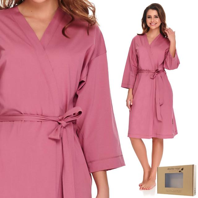 Bawełniany szlafrok – obowiązkowy w damskiej garderobie