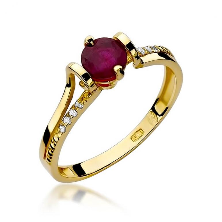 Kolor złota w pierścionku z granatem