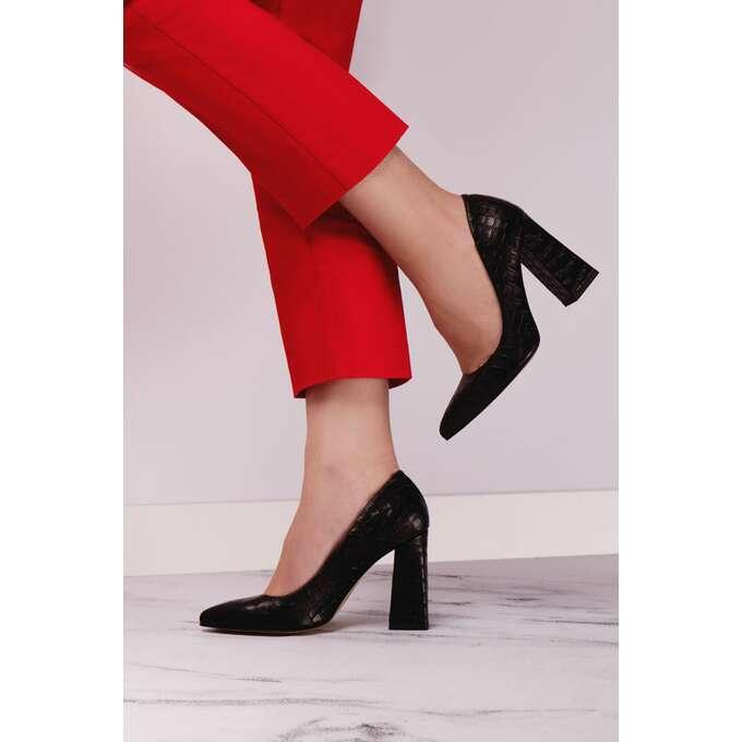 Jak wybrać czarne szpilki i dlaczego to buty, których każda kobieta potrzebuje w swojej szafie?